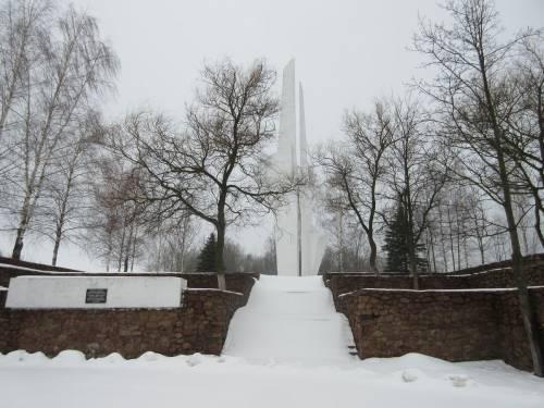 Памятник военным летчикам на перекрестке шоссе Витебск-Смоленск и шосс